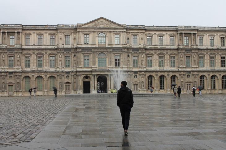 Louvre-Plaza-Paris-Francia